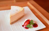 מתכונים לשבועות - עוגת גבינה ואוכמניות כמו בסרטים
